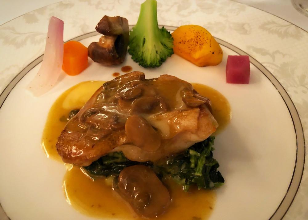 レストランシーホースのメイン料理。お魚をチョイス。インテリアコーディネーターのブログ。