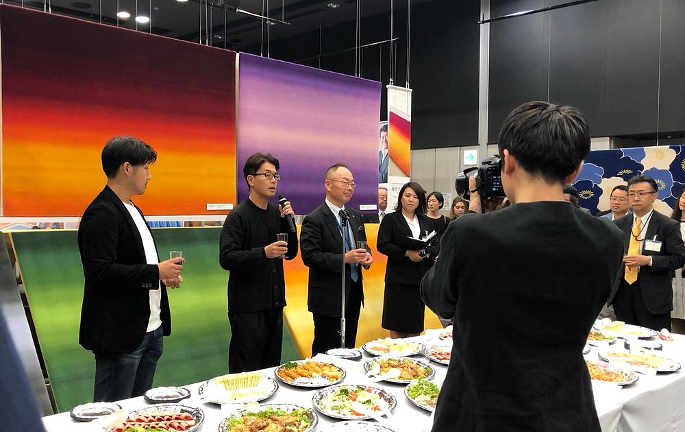 山形緞通の新商品発表会。小林幹也氏と西澤明洋氏と社長のトークショーが面白かったです。ブログ