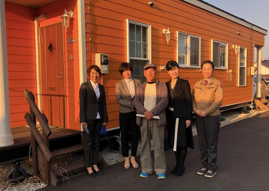 岡山のコーディネーター仲間とトレーラーハウスの仮設住宅を訪ねたブログ。