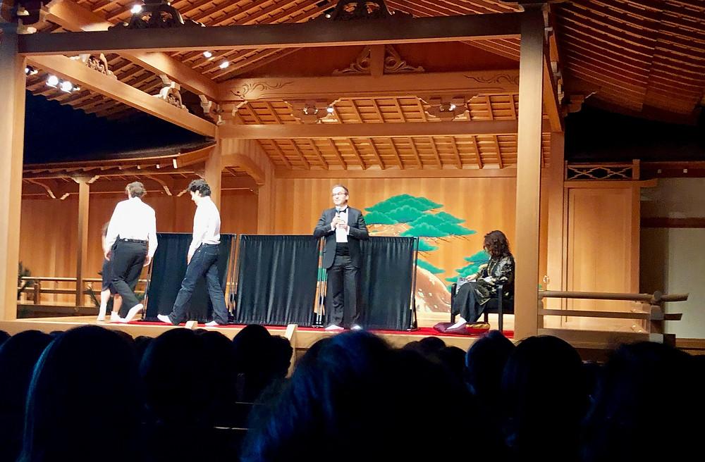 カーテンブランドフィッシュバッハーの社長のご挨拶。能舞台にて。コーディネーターのブログ