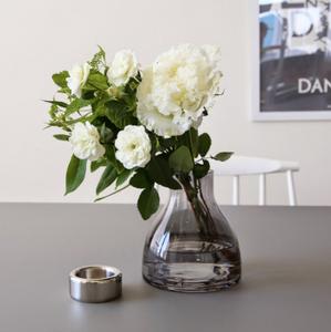 キャンドルホルダーにお花をいける。北欧インテリア小物。インテリアコーディネーターのブログ。