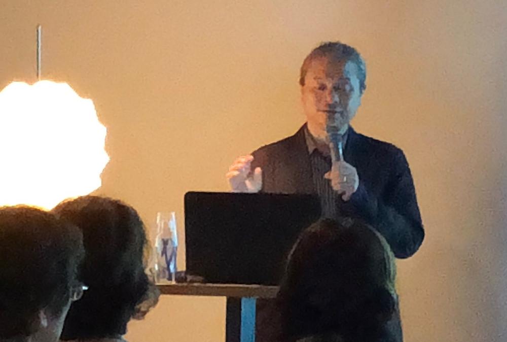 カンディハウス主催のトークショー。ゲストはデザイナー橋本夕紀夫先生。インテリアコーディネーターのブログ。