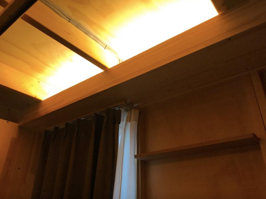 仮設住宅の間接照明。電球色で被災者の心を慰めているように思います。インテリアコーディネーターのブログ