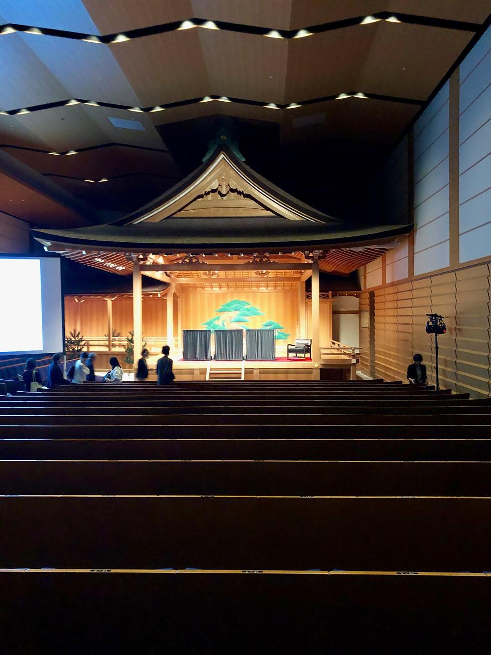銀座シックスの観世能楽堂。ここでカーテンの新作発表会が行われました。ブログ