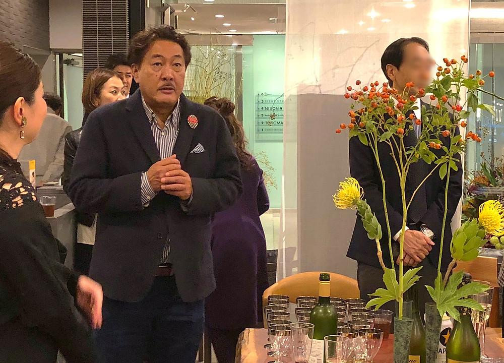 フラワーアーティスト川崎景太さん。エールドールのパーティーにお花をいける。インテリアコーディネーターのブログ。