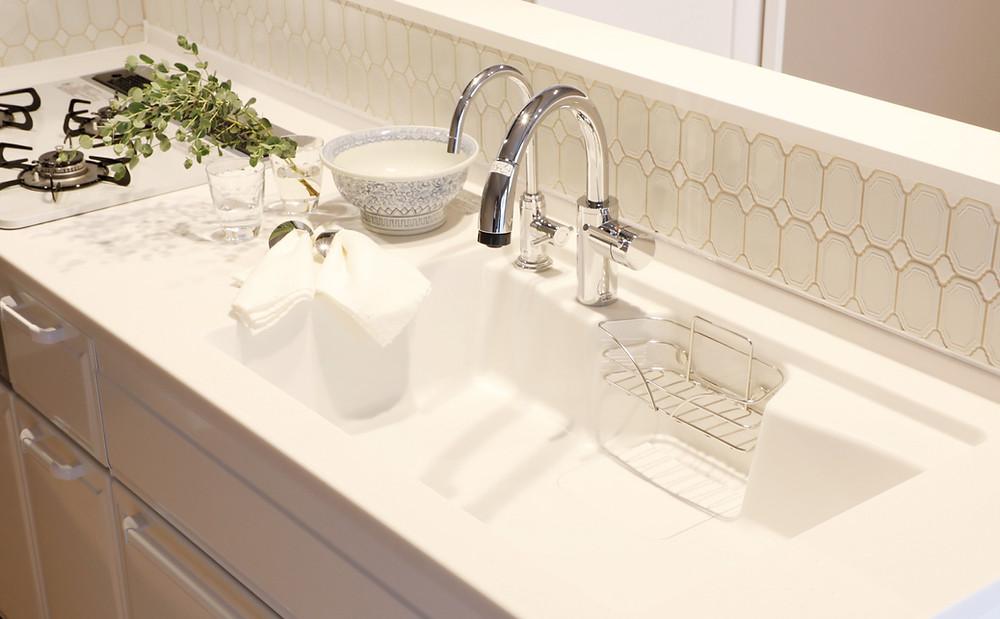 マンションリフォーム 白いキッチンの実例 モザイクタイルでおしゃれに 菱和マンション島津山