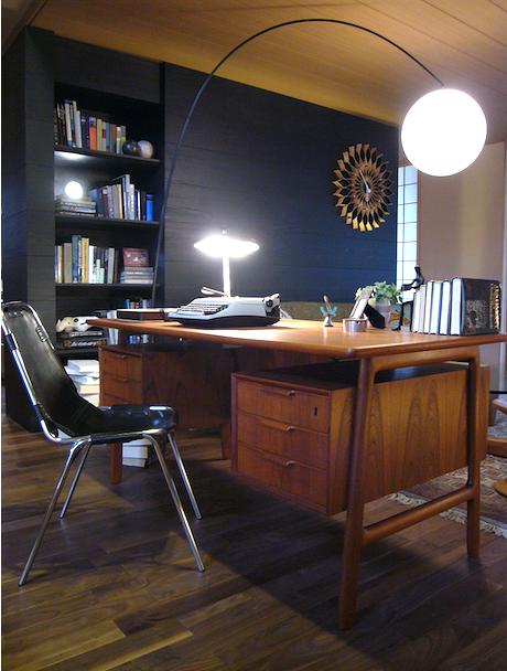 リビングに北欧ミッドセンチュリーの家具のある住宅展示場。インテリアコーディネーターのブログ