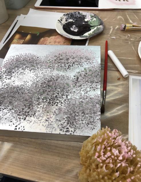 パネルに塗料をポンポン、トントンするだけで作品が作れるアート教室!桜を描いてみたブログ。