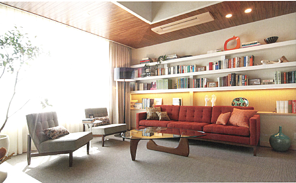 住宅展示場。ミッドセンチュリーの家具のリビングダイニング。インテリアコーディネーターのブログ