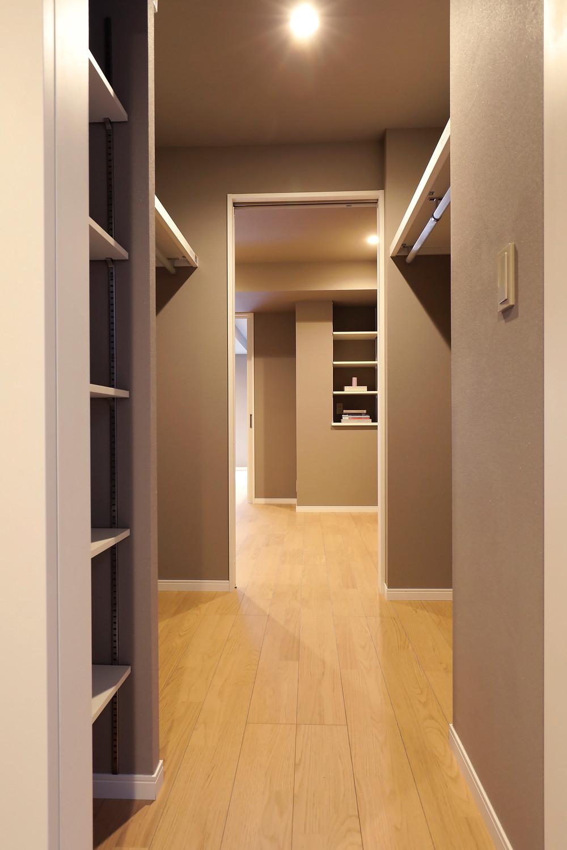 2.3畳もあるウォークスルークローゼット。広い収納ですっきり暮らすマンション販売中。インテリアデザイナーのブログ