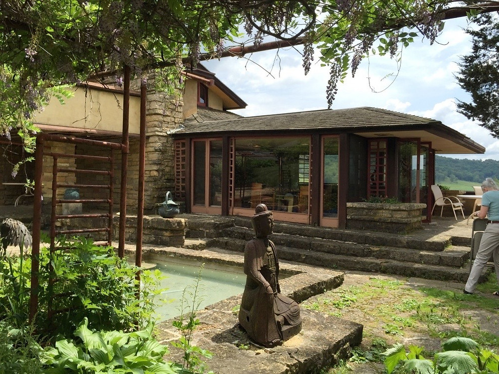 フランクロイドライトの建築ツアー。お庭でのティーターム。インテリアコディネーターのブログ。