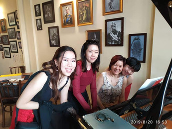 A family of musicians_