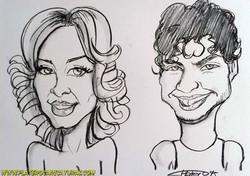 caricaturas_rápidas_a_carboncillo_chica_rubia_y_chico_moreno_platerocaricaturas_