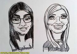 caricaturas_rápidas_a_carboncillo_chica_morena_y_chica_rubia_platerocaricaturas_