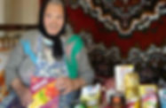 Senior%20lady%20with%20gift%20of%20food_