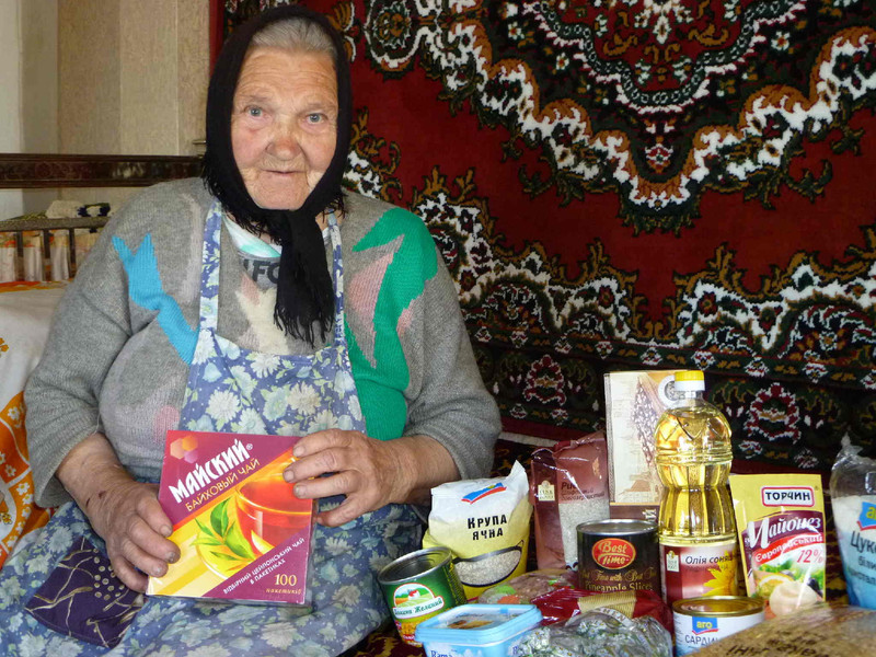 Senior in need receives the gift of an emergency food bag