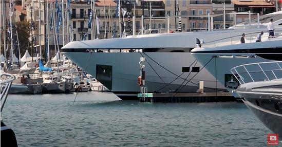 defining custom yachts.PNG