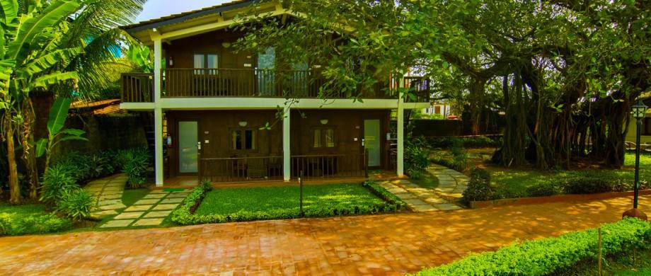 Wooden-Cottage-920x3901.jpg