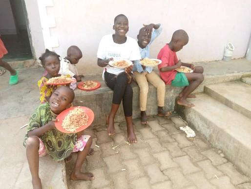 Ouganda : la nourriture arrive