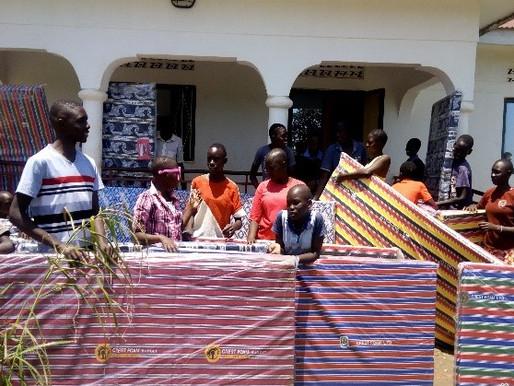 Ouganda : les matelas débarquent à NACHU !