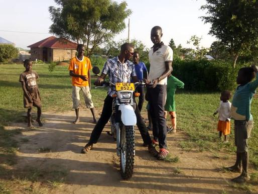 Ouganda : une moto pour NACHU