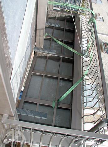 הצמדת המרפסת אל המבנה