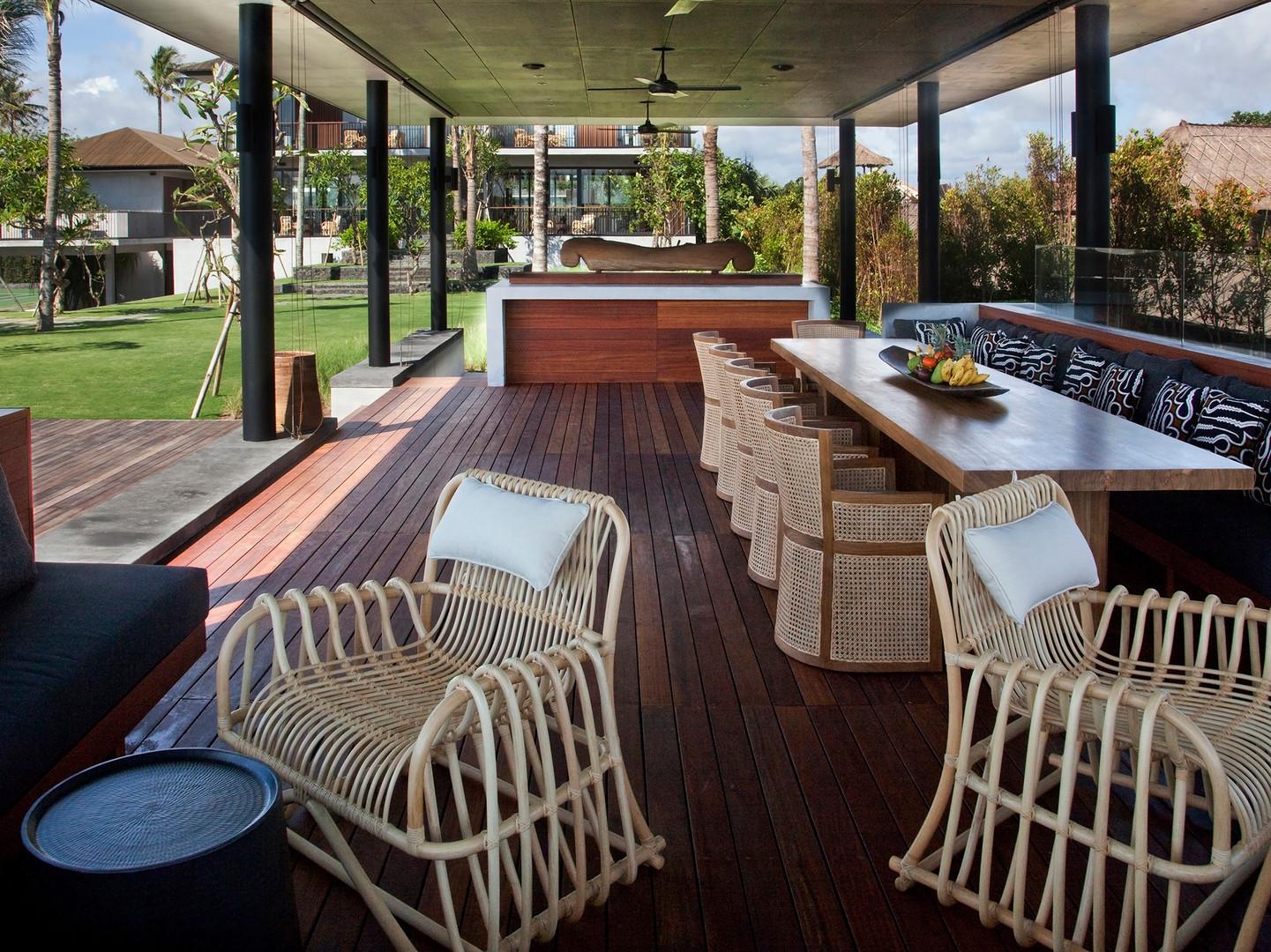 05-Arnalaya Beach House - Pool bale.jpg