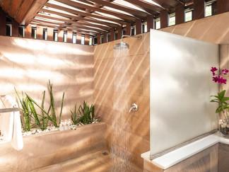 Ban Suriya - Master bathroom rain shower