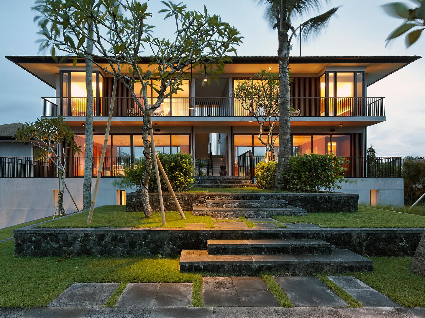 01-Arnalaya Beach House - Living & dinin