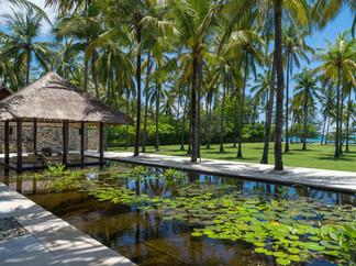 Sira Beach House - Picturesque beachfron