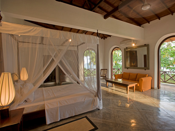 12-Oceans Edge-Tangalle - Master bedroom