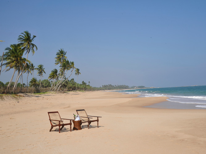 15-Oceans Edge-Tangalle - Chairs on the