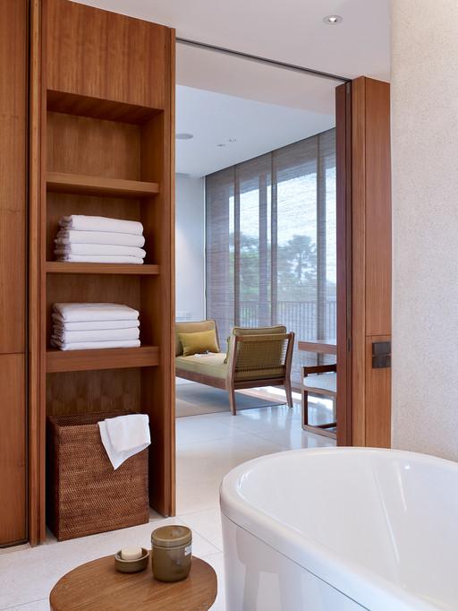 14-Arnalaya Beach House - Ensuite bathro