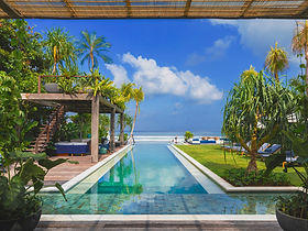 1. Noku Beach House - Stunning beachfron