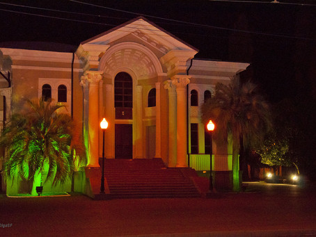 Ночь, улица, фонарь.... Сухум.