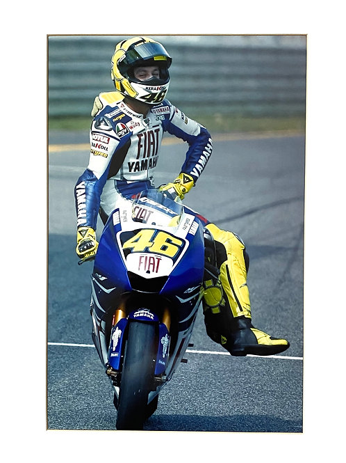 Large 12 inch x 8 inch (A4) Valentino Rossi Yamaha Photo in a 14 x 11 Mount