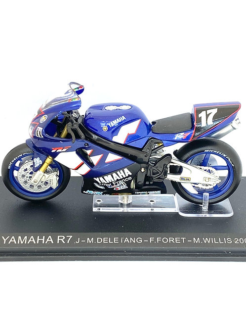 1:24 scale Altaya Yamaha R7 Endurance Superbike - F Foret 2000 Model Replica