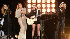 Beyoncé con las Dixie Chicks en los premios de la CMA