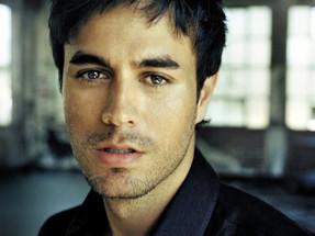 """Enrique Iglesias presentó el vídeo oficial de """"Súbeme la radio"""""""