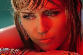"""Miley Cyrus lanzó el video de """"Angels Like You"""""""