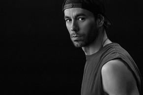 """Enrique Iglesias estrena su álbum """"Final Vol.1"""" y nuevo sencillo"""