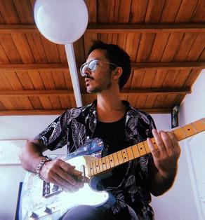 Emmanuel Hourvilleur cantó en vivo para sus seguidores