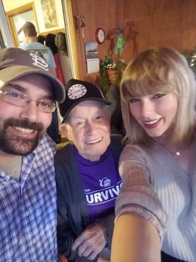 Taylor Swift visitó a su fan más viejo