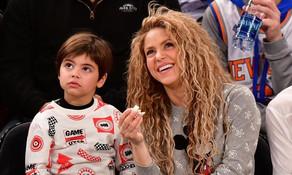 Shakira luce remeras que le hizo su hijo Milan