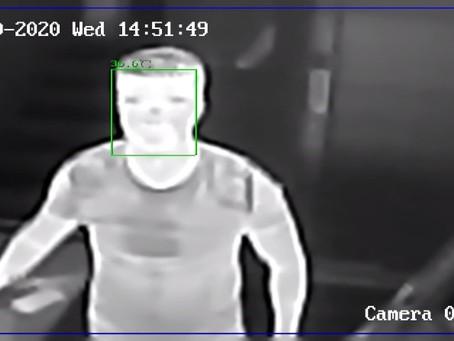 RIEL-teszt: Fémdetektor kapu lázdetektálással