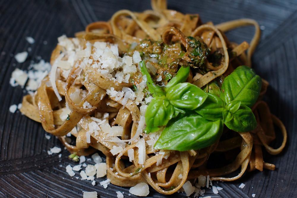 Linguine mit Pesto Genovese- selbst gemachte Basilkumpesto cooking is a journey