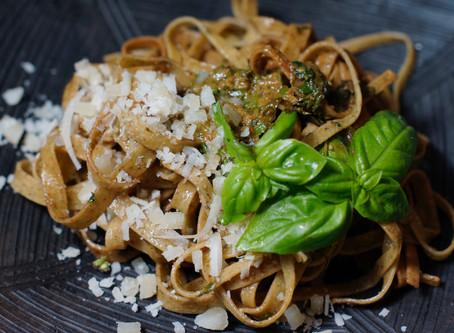 Linguine mit Pesto Genovese- selbst gemachtes Basilkumpesto