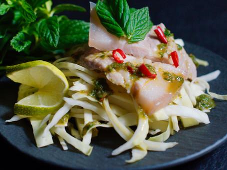 Moo Manao - Thailändisches scharfes Schweinefleisch in Knoblauch und Limette