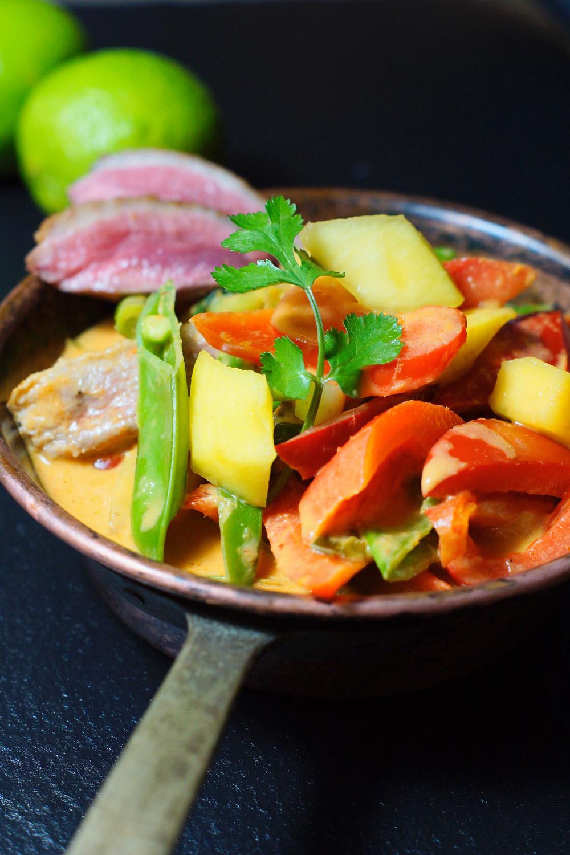 Rotes Curry mit Mango und Ente