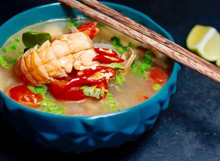 Tom Yam Gung - scharfe Thai-Suppe mit Garnelen